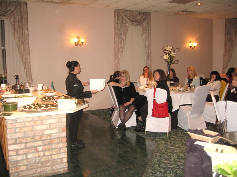bizwomen-presentation-crowd_sm